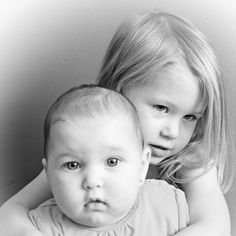 Dochters Daniëlle van 3 en Isabella hier 4 mnd oud.