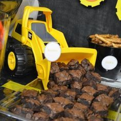 21 Awesome Construction Birthday Party Ideas - Pretty My Party Construction Party Ideas - Dump Truck Brownies Construction Birthday Parties, 3rd Birthday Parties, Baby Birthday, Birthday Cakes, Third Birthday, Birthday Brownies, 1st Birthday Boy Themes, Construction Party Foods, Birthday Decorations