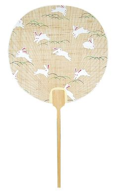 Japanese fan with bunnies All Japanese, Japanese Paper, Japanese Design, Hand Held Fan, Hand Fans, Chinese Patterns, Japanese Patterns, Grace Art, Chinese Fans
