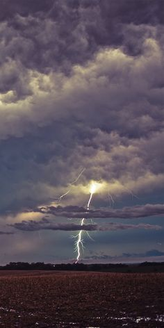 ☮ Sky lightning strike by Timothy Wright, via All Nature, Science And Nature, Amazing Nature, Tornados, Thunderstorms, Thunder And Lightning, Lightning Storms, Wild Weather, Lightning Strikes