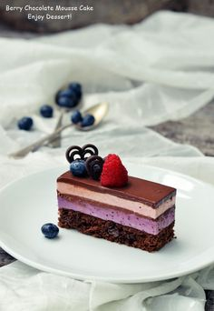 Cake with blueberry and raspberry mousse Mini Desserts, No Bake Desserts, Chocolate Mousse Cake, Chocolate Recipes, Cake Receipe, Macedonian Food, Individual Cakes, Sweet Pastries, Sweets Recipes