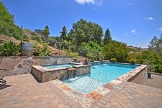 View 25 photos of this $838,000, 3 bed, 4.0 bath, 3226 sqft single family home located at 1056 Vista Valle Camino, Fallbrook, CA 92028 built in 1992. MLS # 170027693.