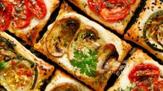 Vegan tarts with tomaotes mushrooms and zucchini Vegan Tarts, Russian Recipes, Plant Based Diet, Original Recipe, Vegetable Pizza, Zucchini, Stuffed Mushrooms, Snacks, Vegetables