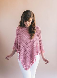 Ava Fringed Poncho Crochet pattern by Ashleigh Kiser Ava Fringed Poncho – Gorgeous easy crochet pattern for beginners perfect for spr… The Ava Fringed Poncho is the perfect topper to any outfit. This Ava poncho has really easy construction - you only Poncho Au Crochet, Pull Crochet, Crochet Fringe, Knit Crochet, Crochet Baby, Crochet Shrugs, Patron Crochet, Ravelry Crochet, Wool Poncho