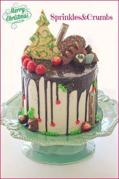 Christmas drip cake, christmas tree out of chocolate bark Christmas Cupcakes, Christmas Sweets, Christmas Cooking, Noel Christmas, Drippy Cakes, Beaux Desserts, Holiday Cakes, Xmas Cakes, Xmas Food