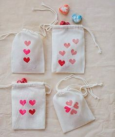 DIY heart crayons for Valentine's Day @ 100 Layer Cakelet Valentines Day Weddings, Valentine Day Crafts, Be My Valentine, Kids Valentines, Wedding Ideas To Make, Craft Wedding, Wedding Day, Wedding Vows, Diy And Crafts Sewing