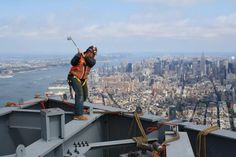 Iron-worker teeing off on the One WTC http://www.centroreservas.com/