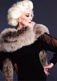 Gotta love a grande dame! ~Carmen Dell'Orefice ~* (friggin shoot, I wanna age like THAT) Carmen Dell'orefice, Top Models, Jacqueline De Ribes, Photo Portrait, Fabulous Furs, Advanced Style, Glamour, Ageless Beauty, Lauren Hutton
