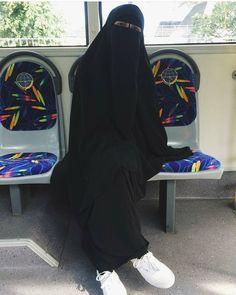 """2,332 Likes, 20 Comments - Niqab is my pride (@hidjab_niqab) on Instagram: """"Время всегда показывает кто на самом деле искренен с тобой. Искренний человек не посмотрит на твое…"""""""