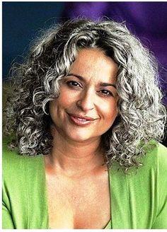 Corte de cabelo para mulheres maduras  http://www.viva50.com.br/lindos-cortes-de-cabelos-crespos-ou-cacheados-para-mulheres-50-60/