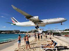 """Aeroporto Princesa Juliana"". # Ilha de St. Marteen. Antilhas. França/Holanda."