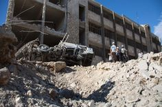 Bom Tewaskan 25 Orang di Suriah Sebagian Besar Tentara Pemberontak :  Saksi mengatakan serangan bom yang diklaim oleh kelompok militan ISIS di perbatasan Suriah-Turki menewaskan sedikitnya 25 orang sebagian besar korban adalah tentara p