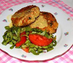 Reteta Hamburger vegetarian #reteta #dinner #cina #mancare Food Dishes, Main Dishes, Salmon Burgers, Hamburger, Curry, Dinner Recipes, Vegetarian, Ethnic Recipes, Main Course Dishes
