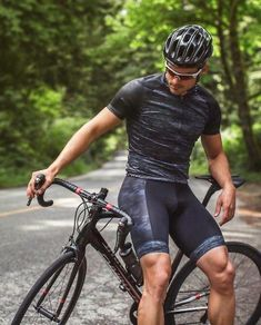 31 years old argentinian guy who loves lycra-spandex, trying to find why spandex makes me horny. Here you can find pics about men wearing lycra or spandex. Cycling Wear, Cycling Shorts, Cycling Bikes, Cycling Outfit, Lycra Men, Lycra Spandex, Bike Photography, Mountain Bike Shoes, Mountain Biking