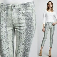 """Joe's Jeans High Water Snake Print Skinny Jeans 24 What an cool pair of jeans! Only worn twice, and in great condition! Fab print paired with high water cut...you'll love them for a night out! Size 24. Inseam 26.5"""" I?Offers! Joe's Jeans Jeans Ankle & Cropped"""