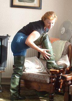 Afbeeldingsresultaat voor girls in rubber waders Thigh High Boots Flat, High Heel Boots, Wellies Rain Boots, Ugg Boots, Latex, Fishing Boots, Wellington Boot, Rubber Shoes, Rain Wear