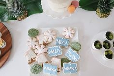 How to throw a Moana Birthday Party with beautiful muted pastels, tropical flowers and plants and a tropical balloon garland Moana Birthday Party, Moana Party, 3rd Birthday Parties, Girl Birthday, Balloon Garland, Balloons, Moana Cookies, Fish Crackers, Hawaiian Theme