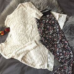 Abercombie & Fitch Bundle 📌Small and beige sweater made out of wool with pocket and lace in the bottom. 📌Medium and black leggings pants with flowery print. Abercrombie & Fitch Abercrombie & Fitch Sweaters Cowl & Turtlenecks