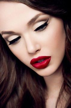 pin up make up this weeks class. Pin-up is great lips and beautiful eyes Pin Up Makeup, Cat Eye Makeup, Fall Makeup, Love Makeup, Makeup Looks, Perfect Makeup, Classy Makeup, Gorgeous Makeup, Makeup Style