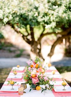 coral and orange table setting and centerpiece ideas for an outdoor party