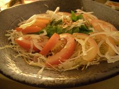 Tomato, onion, and cabbage makes a healthy salad     this is cool! repin if you like!