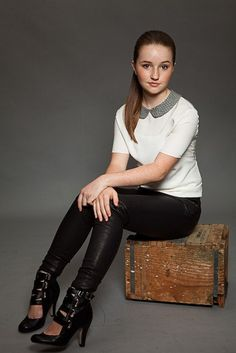 Kaitlyn Dever. I want this whole outfit.