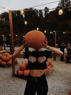VSCO - Create, discover, and connect Casa Halloween, Soirée Halloween, Halloween Inspo, Halloween Bedroom, Halloween Labels, Halloween Season, Vintage Halloween, Halloween Pumpkins, Halloween Makeup
