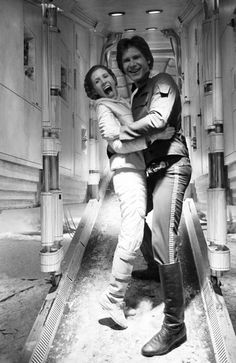 Leia (Carrie Fisher) and Han (Harrison Ford) share a laugh! - Peter Mayhew (Chewbacca) has posted a collection of behind-the-scenes photos from the filming of the first three Star Wars films. Star Wars Film, Han Star Wars, Star Wars Cast, Star Wars Icons, Leia Star Wars, Star Wars Princess Leia, Disney Princess, Chewbacca, Peter Mayhew