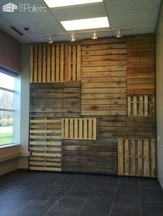 Who needs expensive art when you could build yourself a Pallet Focal Wall like this one? It is a creative way to recycle, save trees, and show off your individual style! How I made this Pallet Focal Wall: First I took the overall dimension of Cafe Interior Design, Cafe Design, Store Design, Wood Wall Design, Deco Restaurant, Rustic Restaurant Design, Palette Diy, Wood Palette Wall, Focal Wall