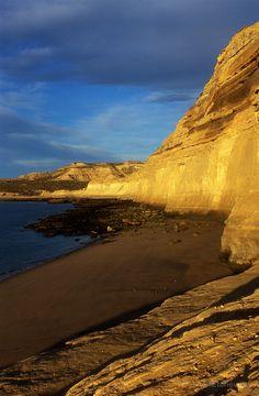 Peninsula Valdés, Argentina -  o importanta rezervatie naturala, care a intrat in Patrimoniul Mondial UNESCO in anul 1999. Coasta acestei peninsule este populata de mamifere marine, cum ar fi leii de mare si elefantii de mare.