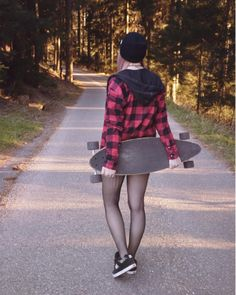 Credits to: Sandy Luna // longboard longboarding girl skater girl alternative style Bmx Girl, Skate Girl, Skater Photography, Photography Ideas, Photo Recreation, Id Photo, Alternative Style, Longboarding, Great Legs