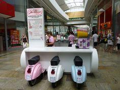 Ice cream Kiosk | West Quay, Southampton 01/07/10 | Dawn Verdaguer | Flickr