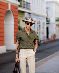 5 Beige Pants Outfits For Men Love wearing beige pants? Look no further. We've curated 5 most amazing beige outfit ideas for men that you . Beige Outfit, Khaki Pants Outfit, Trouser Outfits, Men's Pants, Beige Hose, Men's Business Outfits, Business Casual, Stylish Mens Outfits, Stylish Clothes For Men
