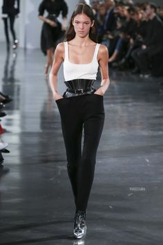 See the complete Mugler Spring 2018 Ready-to-Wear  collection.