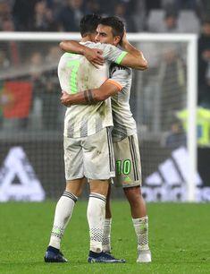 Dybala x Ronaldo😍 Juventus Team, Ronaldo Juventus, Cristiano Ronaldo, Mexico National Team, Argentina National Team, Best Football Players, Football Team, Juventus Wallpapers, Soccer Pictures