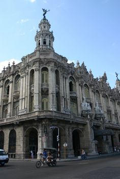 Gran Teatro de la Habana - Panoramio - Photo explorer Going To Cuba, Nostalgia, Louvre, Explore, Building, Travel, Theatres, Cuban Cigars, Havana