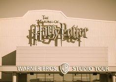 » A little magic can take you a long way» – Roald Dahl Je suis RAVIE de vous emmener -par procuration- visiter le Harry Potter Studio situé au nord de Londres! De la salle commune de Gryffondor à la Grande Salle en passant par le bureau de Dumbledore … Bienvenue à Poudlard les amis !...  Lire la suite »