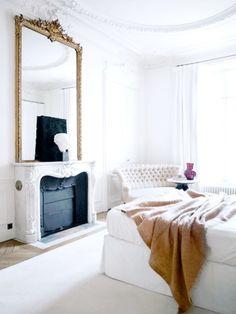 Glamorous bedroom in Paris