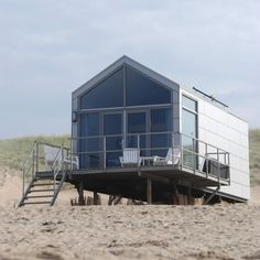 seaside cottage in the Netherlands Prefab Homes, Beach Cottages, Tiny House, Beach House, House Design, House Styles, Places, Lang Weekend, Boathouse