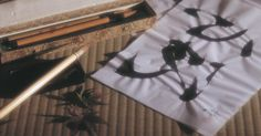 """Cómo hacer """"suminagashi"""" con pintura acrílica y trementina                                                                                                                                                                                 Más"""
