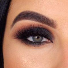 Smoke Eye Makeup, Makeup Eye Looks, Eye Makeup Steps, Eye Makeup Art, Makeup For Brown Eyes, Skin Makeup, Black Smokey Eye Makeup, Simple Smokey Eye, Smoky Eyeshadow