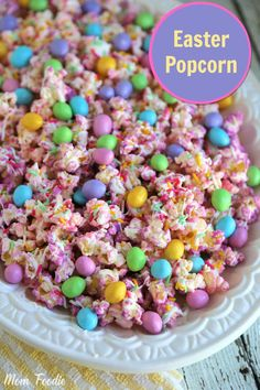 This Easter popcorn recipe is a perfect compromise between a sweet & savory snack. The pastel gourmet chocolate covered popcorn makes a great Easter Treat. Easter Snacks, Easter Treats, Easter Recipes, Holiday Recipes, Easter Party, Holiday Treats, Easter Food, Easter Meal Ideas, Easter Bunny