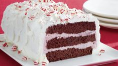 Looking for a frozen dessert using Betty Crocker® SuperMoist® cake mix? Then check out this peppermint ice cream cake that's perfect for Christmas party. Frozen Cake, Frozen Desserts, Frozen Treats, Just Desserts, Fudge, Red Velvet, Cake Recipes, Dessert Recipes, Dessert Ideas