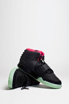check out 24c2d 1b73b Air Yeezy 2, Nouvelles Chaussures, Belles Chaussures, Des Postes, Rouge,  Nike