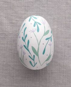 Purple Flowers - Painted Egg - Ostern Dekoration Garten Beton Things to consider for a beautiful gar Easter Egg Crafts, Easter Eggs, Easter Gift, Art D'oeuf, Wooden Flower Boxes, Easter Egg Designs, Diy Ostern, Easter Traditions, Egg Art