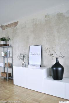 renovering,efter renovering,betongvägg,tegelvägg,förvaring,ikea bestå,ikea hyllis,designconcept,designconcept.se,vardagsrum