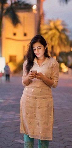 Salwar Pants, Silk Anarkali Suits, Kurti Sleeves Design, Kurta Neck Design, New Kurti Designs, Blouse Designs, Indian Fashion, Women's Fashion, Neck Designs For Suits