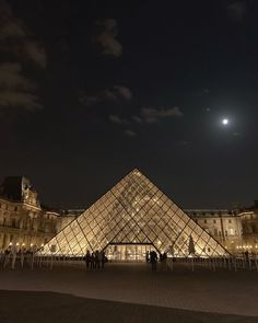 City Aesthetic, Travel Aesthetic, Places To Travel, Places To Visit, Louvre, France 3, Paris France, Paris At Night, Oui Oui