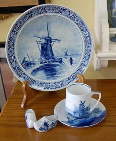 Old Delft Windmill plate, cup and saucer Plate Art, Vintage Plates, Yellow Painting, Blue China, Antique China, Glazes For Pottery, Delft, Teacups, Red White Blue