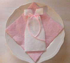 Connie& little world: baptism / birthday Connie& little world: baptism / birthday Felt Crafts, Diy And Crafts, Napkin Folding, Decoration Table, Holidays And Events, Kids And Parenting, Christening, Party Planning, Napkins